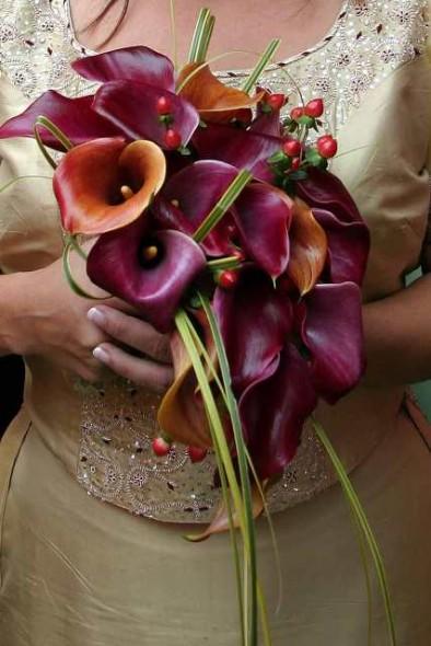 Modern teardrop bouquet of Mango calla lilies & grasses