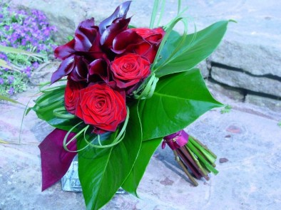 Modern bouquet of callas & roses