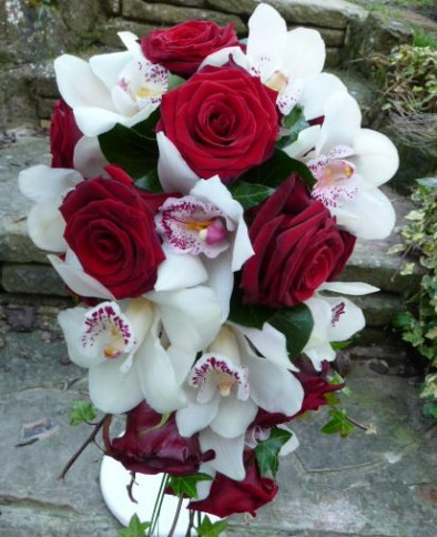 Teardrop bouquet of 'Grand Prix' roses